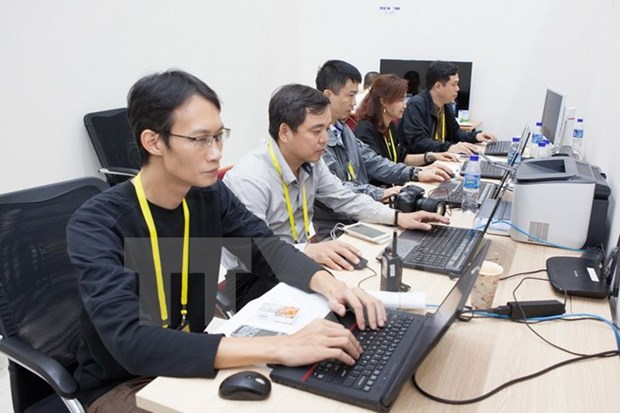 Minister asks for faster internet for APEC 2017 events hinh anh 1