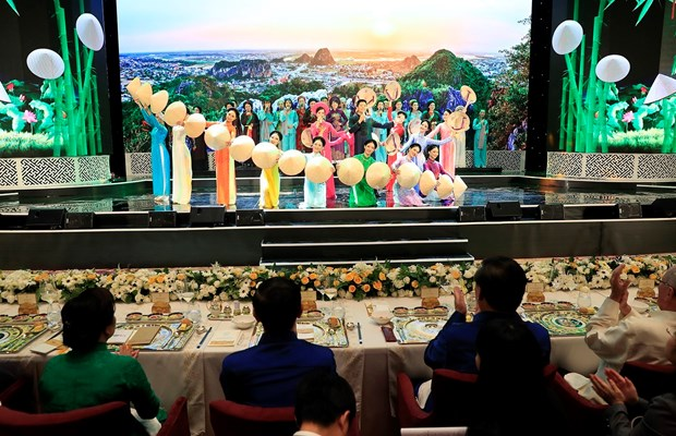 Gala Dinner celebrates APEC 2017 Economic Leaders' Meeting hinh anh 1