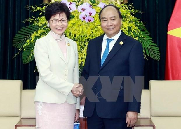 PM Nguyen Xuan Phuc greets Hong Kong chief hinh anh 1