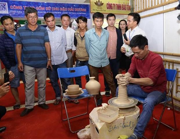 Vietnam craft village fair kicks off in Hanoi hinh anh 1