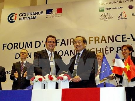 Vietnamese, French businesspeople meet up in Hanoi hinh anh 1