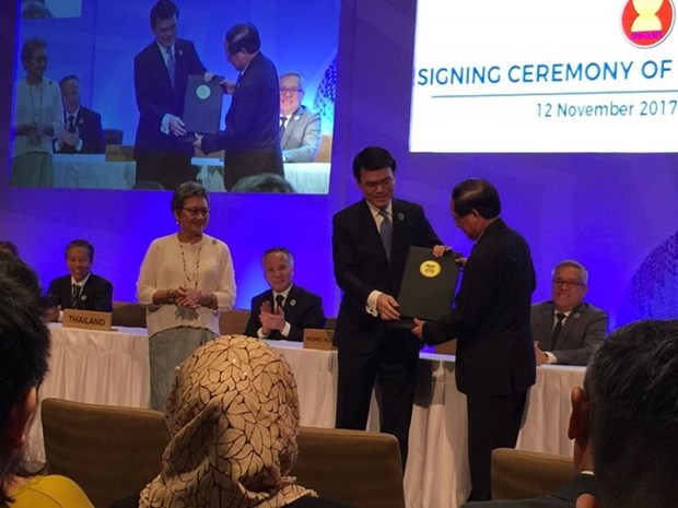 ASEAN signs free trade, investment pacts with Hong Kong hinh anh 1