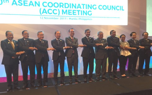 Ministers discuss final preparations for 31st ASEAN Summit hinh anh 1