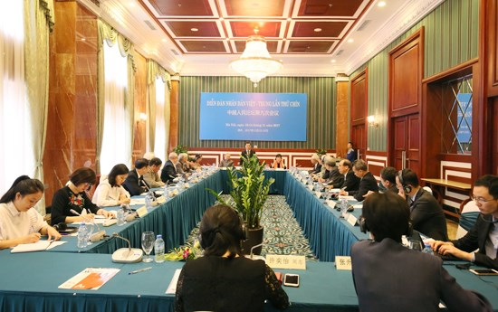 Party senior official receives delegates of Vietnam-China People's Forum hinh anh 1