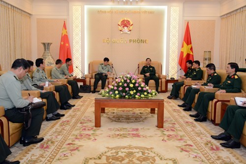 Army chief receives Chinese army official hinh anh 1