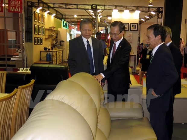 Fair promotes wooden furniture hinh anh 1