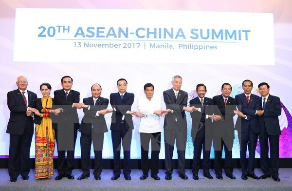 PM highlights key cooperation areas at 31st ASEAN Summit hinh anh 1