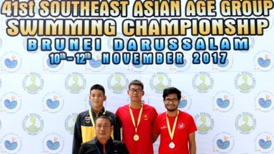 Vietnam triumphs at SEA age group swimming champs hinh anh 1