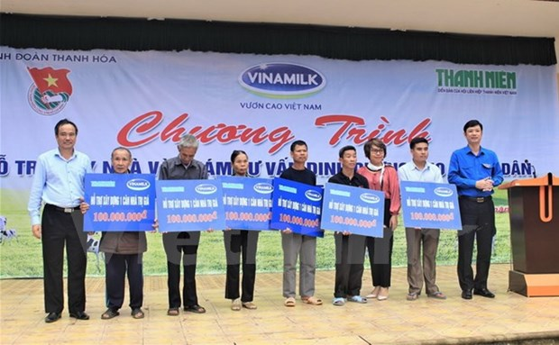 Vinamilk provides 3 billion VND in aid to flood-hit people hinh anh 1