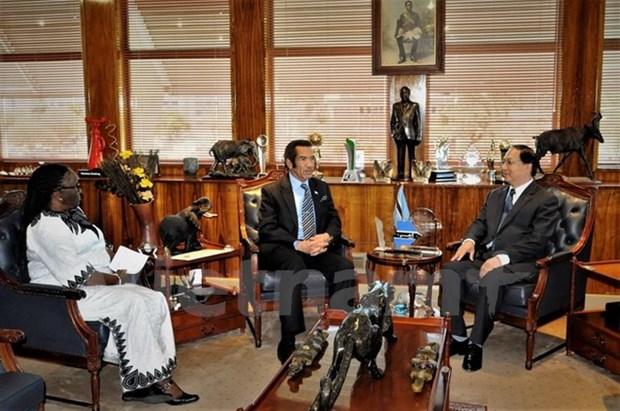 Botswana praises Vietnam's economic achievements hinh anh 1
