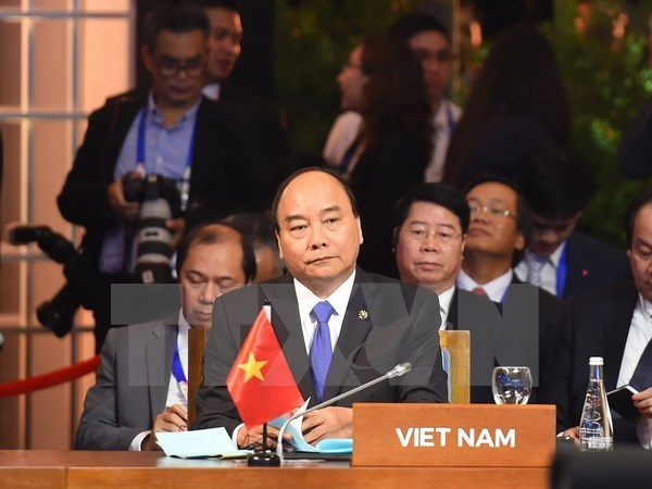 PM Nguyen Xuan Phuc attends ASEAN summits with partners hinh anh 1