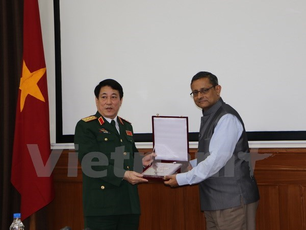 Vietnam tightens defence ties with India hinh anh 1