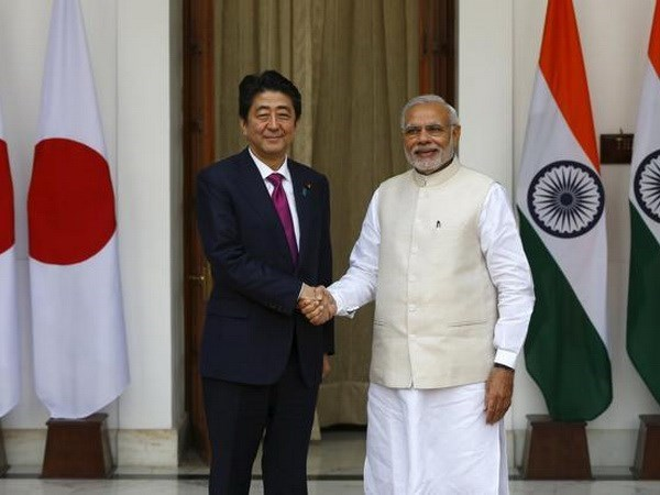 Japanese, Indian PMs pledge cooperation for free, open Asia-Pacific hinh anh 1