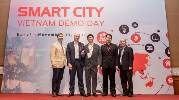 Teams pitch smart cities solutions for Vietnam hinh anh 1