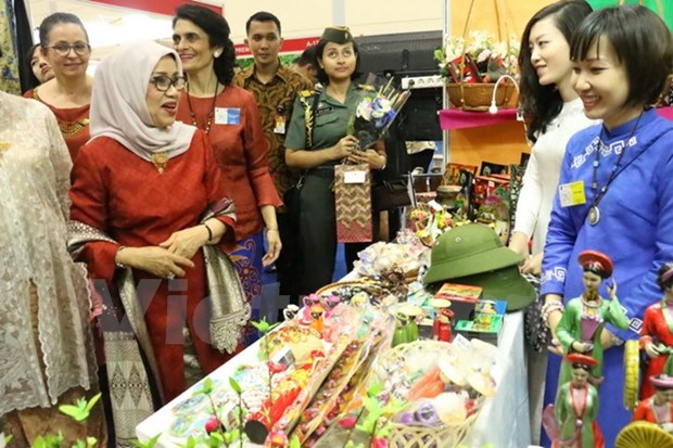 Vietnamese Embassy in Indonesia attends 50th WIC Bazaar hinh anh 1