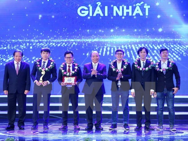 Awards honour Vietnamese talents nationwide hinh anh 1