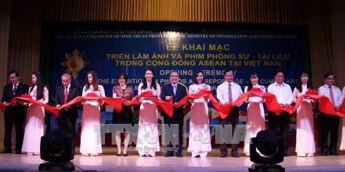 Exhibition on ASEAN opens in Ninh Thuan hinh anh 1