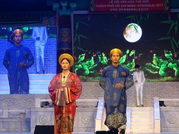 Show features traditional Vietnamese, Korean costumes in HCM City hinh anh 1