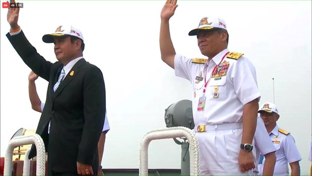 Thai PM present on navy ship for International Fleet Review 2017 procession hinh anh 1