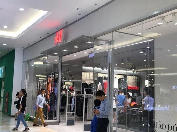 Foreign brands up the ante in fashion market hinh anh 1