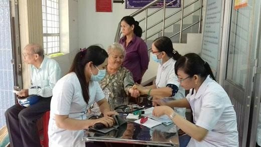 Policies needed to improve health care for the elderly hinh anh 1