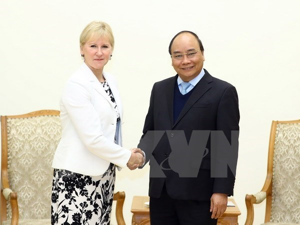 PM Phuc calls for Vietnam-Sweden cooperation expansion hinh anh 1