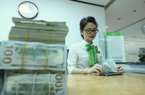 Reference exchange rate goes down by 5 VND hinh anh 1