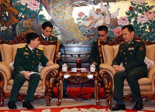 Vietnamese, Chinese military officers hold exchange hinh anh 1