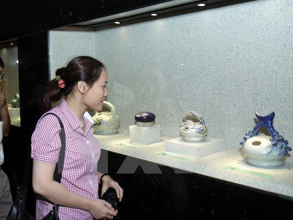 Vinh Long: Exhibit spotlights Vietnam's betel chewing tradition hinh anh 1