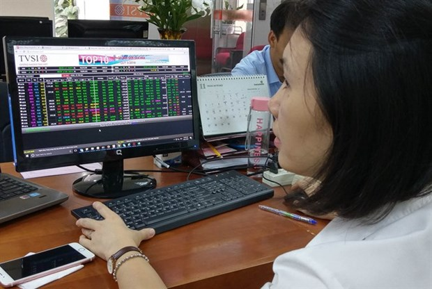 Shares rise amid growing caution hinh anh 1