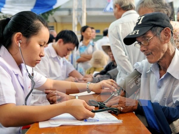 Old workers won't steal jobs: experts hinh anh 1