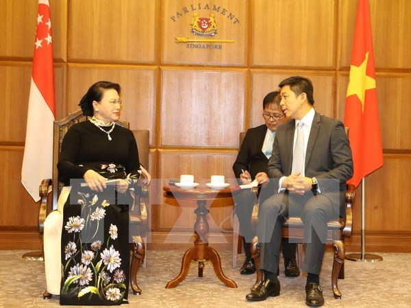 NA Chairwoman Nguyen Thi Kim Ngan hold talks with Singaporean counterpart hinh anh 1