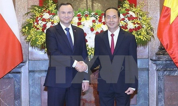 Vietnam, Poland agree to increase high-level delegation exchange hinh anh 1