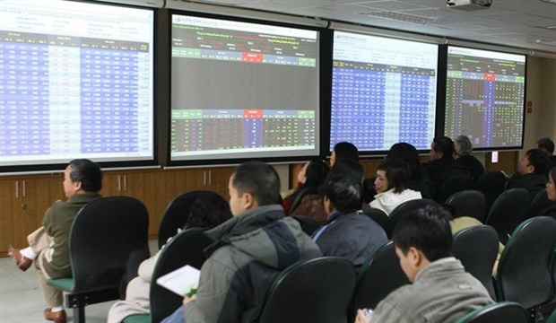 VN stocks lifted further by large-caps hinh anh 1