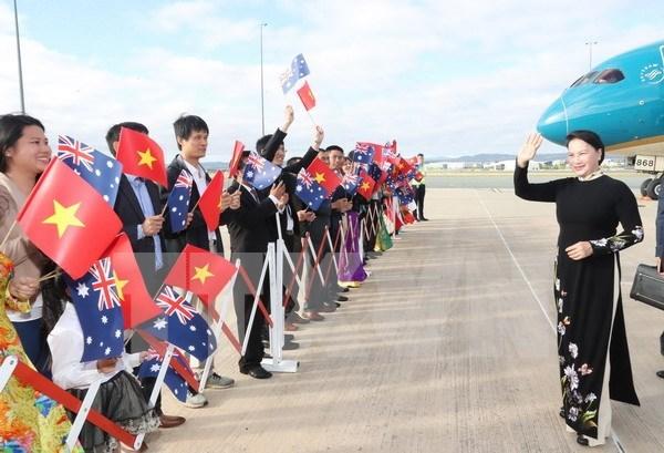 Vietnam's top legislator begins official visit to Australia hinh anh 1