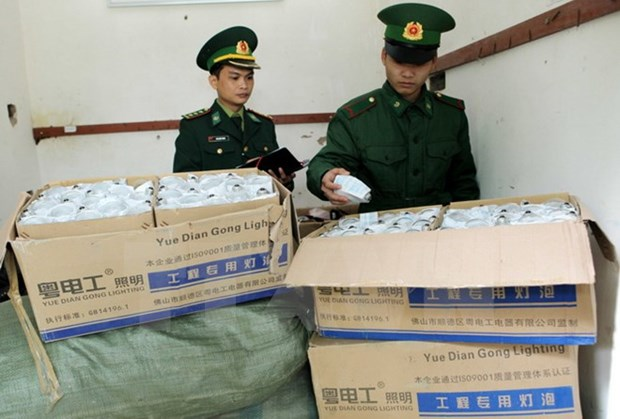 Vietnam, China launch joint anti-smuggling campaign hinh anh 1