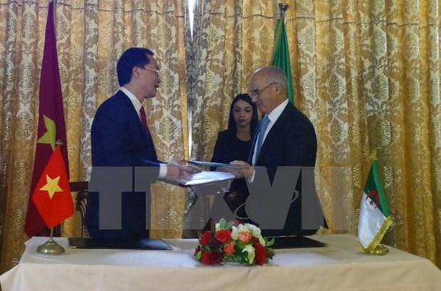 Vietnam, Algeria tighten bilateral relations hinh anh 1