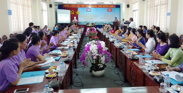 Long An, Cambodia's Svay Rieng women join hands to protect border hinh anh 1