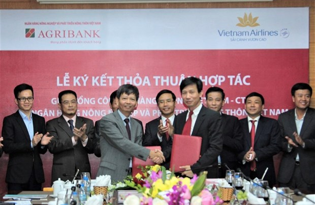 Vietnam Airlines and Agribank sign co-operation agreement hinh anh 1
