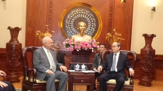 HCM City leader meets Russian ambassador hinh anh 1