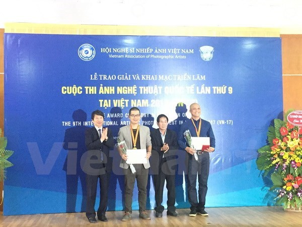 Awards of 9th Int'l Artistic Photo Contest in Vietnam presented hinh anh 1