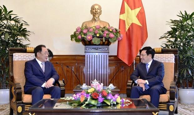 Deputy PM Pham Binh Minh receives Taekwang leader hinh anh 1