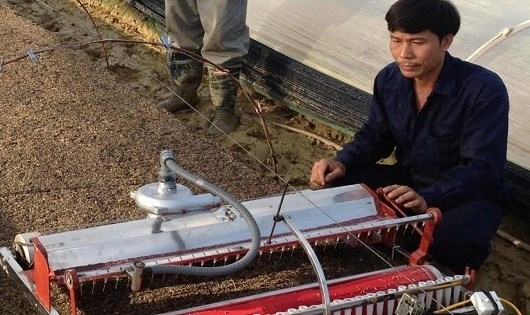 Farmers create innovative machines to save time, costs hinh anh 1