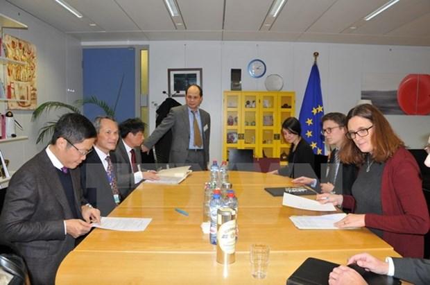 Vietnam, EU seek to accelerate FTA signing hinh anh 1