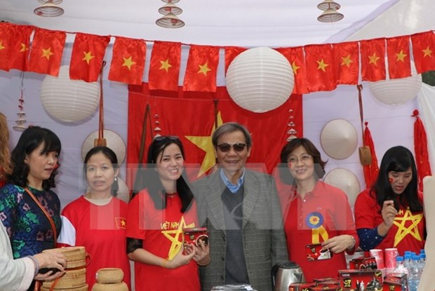 Vietnam participates in charity fair in India hinh anh 1