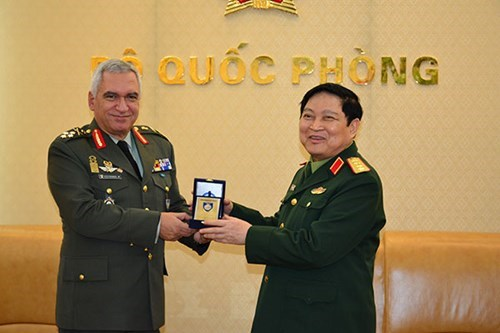Vietnam enhances defence ties with EU hinh anh 1