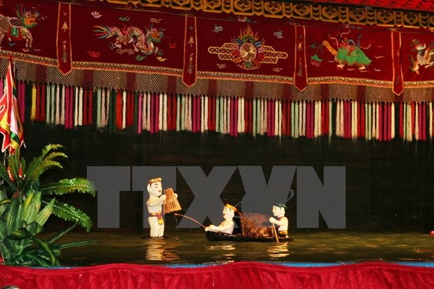 Water puppeteers perform in France hinh anh 1