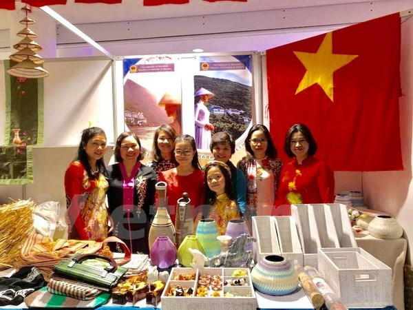 Vietnam attends international charity bazaar in Ukraine hinh anh 1