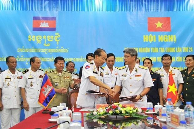 Vietnam, Cambodia review joint patrols at sea hinh anh 1