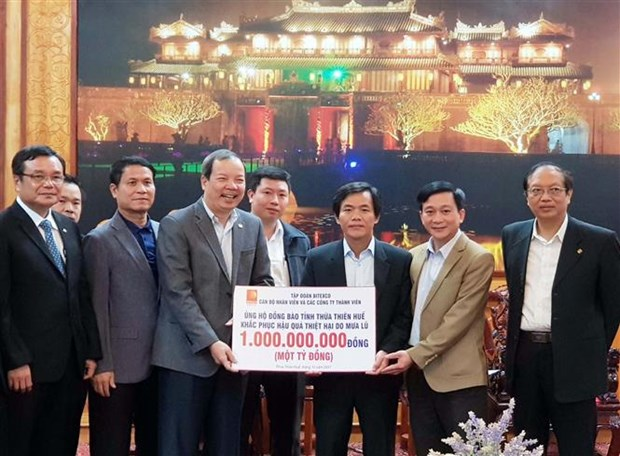 Flood victims in Thua Thien - Hue receive support hinh anh 1